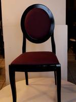 дървени маси и столове, подходящи за навън