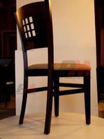 Красиви дървени столове с модерна визия