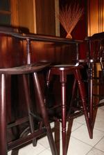 Комфортни дървени бар столове