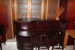 дървени бар столове от различни материали