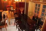 дървени бар столове,произведени от различни материали