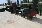 Стол,произведен от ратан за плаж и басейн