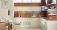Кухня - екрю и дървесен цвят