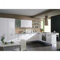 Кухня в снежно бяло