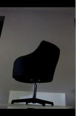 черни офис кресла с елегантен дизайн